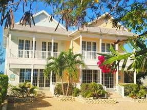 TWIN PALMS COTTAGE 2,Green Turtle Cay