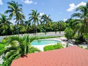 SUFFOLKS HOUSE,Paradise Island
