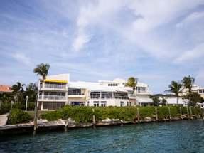 FLAMINGO COURT,Paradise Island