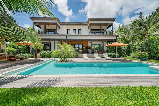 CONTEMPORARY HOUSE,Old Fort Bay