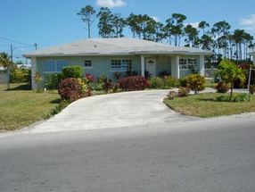 0 3 bed 2 1/2 bath, 1950 sq. ft. Imperial Park, Grand Bahama