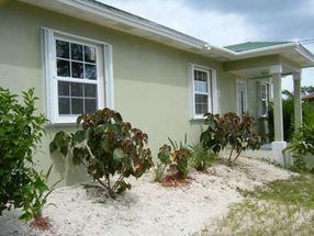 34 Fulmar Street, Yeoman Wood Lucaya, Grand Bahama