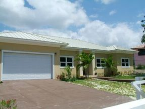 23 Grays Inn Greening Glade, Grand Bahama